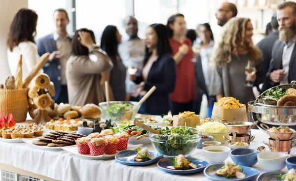 Top benefits of hiring food catering services